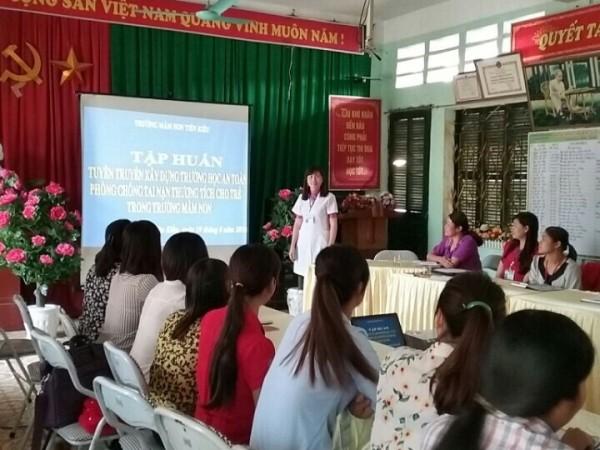 Trạm Y tế xã Tiên Kiều tổ chức tập huấn Xây dựng nhà trường an toàn; phòng, chống tai nạn thương tích cho trẻ em