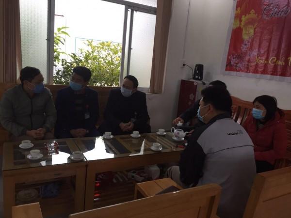 Trung tâm Y tế Bắc Quang phối hợp với Ban phòng chống dịch Thị trấn Vĩnh Tuy